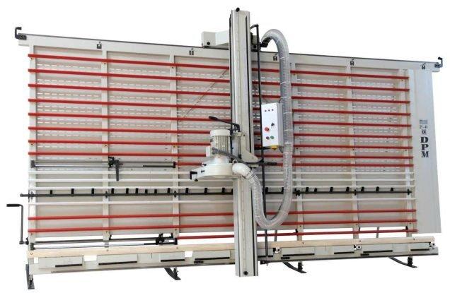 SEZIONATRICE VERTICALE MAKK Mod.DPM – Norme CE. Taglio Pannelli mm.4000×2100 (2200). Piano spostabile Automatico. Incluso Gruppo Incisore.