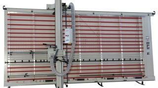 SEZIONATRICE VERTICALE MAKK Mod.DPME – Norme CE. Piano spostabile Automatico. Taglio Pannelli mm.4100×2100 (2200). Incluso Gruppo Incisore.