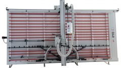 SEZIONATRICE VERTICALE MAKK Mod.DPME-D – Norme CE. Piano spostabile Automatico. Taglio Pannelli mm.4100×2100 (2200). Incluso Gruppo Incisore e Visualizzatore digitale per tagli verticali e orizzontali.