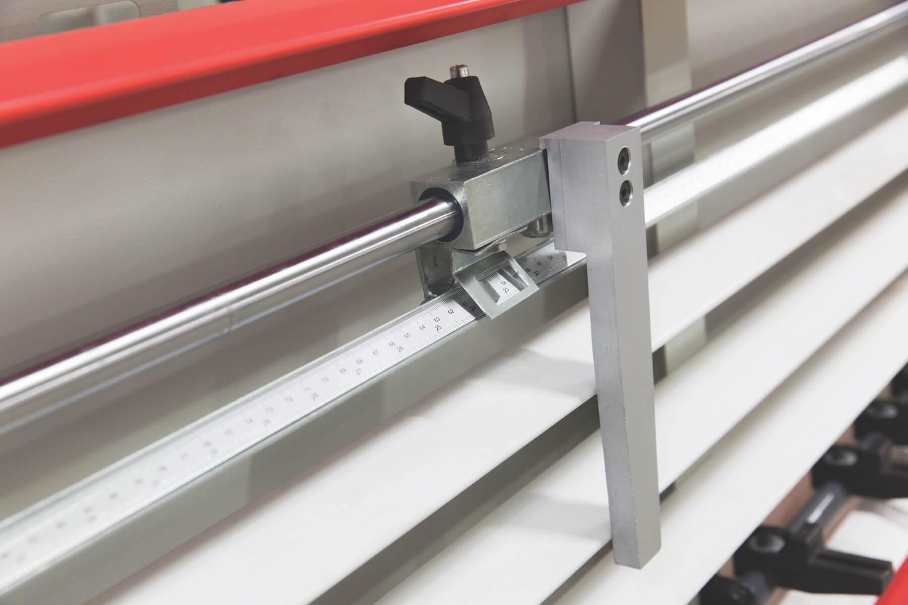 Dispositif tournable pour l'appui de pieces petites à couper