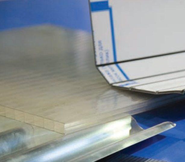 Esempio fresature per piegatura pannelli compositi Alucobond