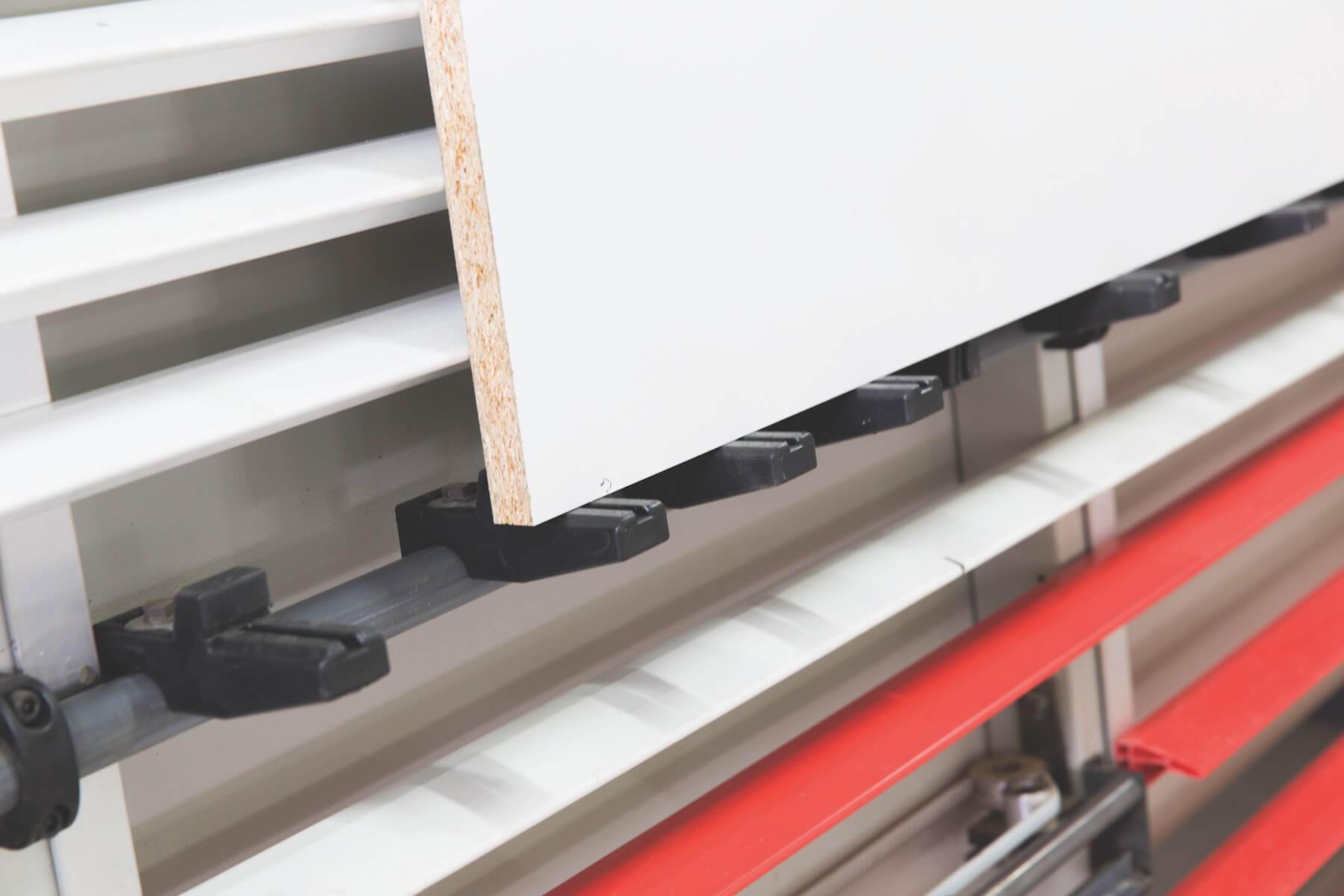 Dispositivo giratorio para el apoyo de pedazos pequenos de cortar