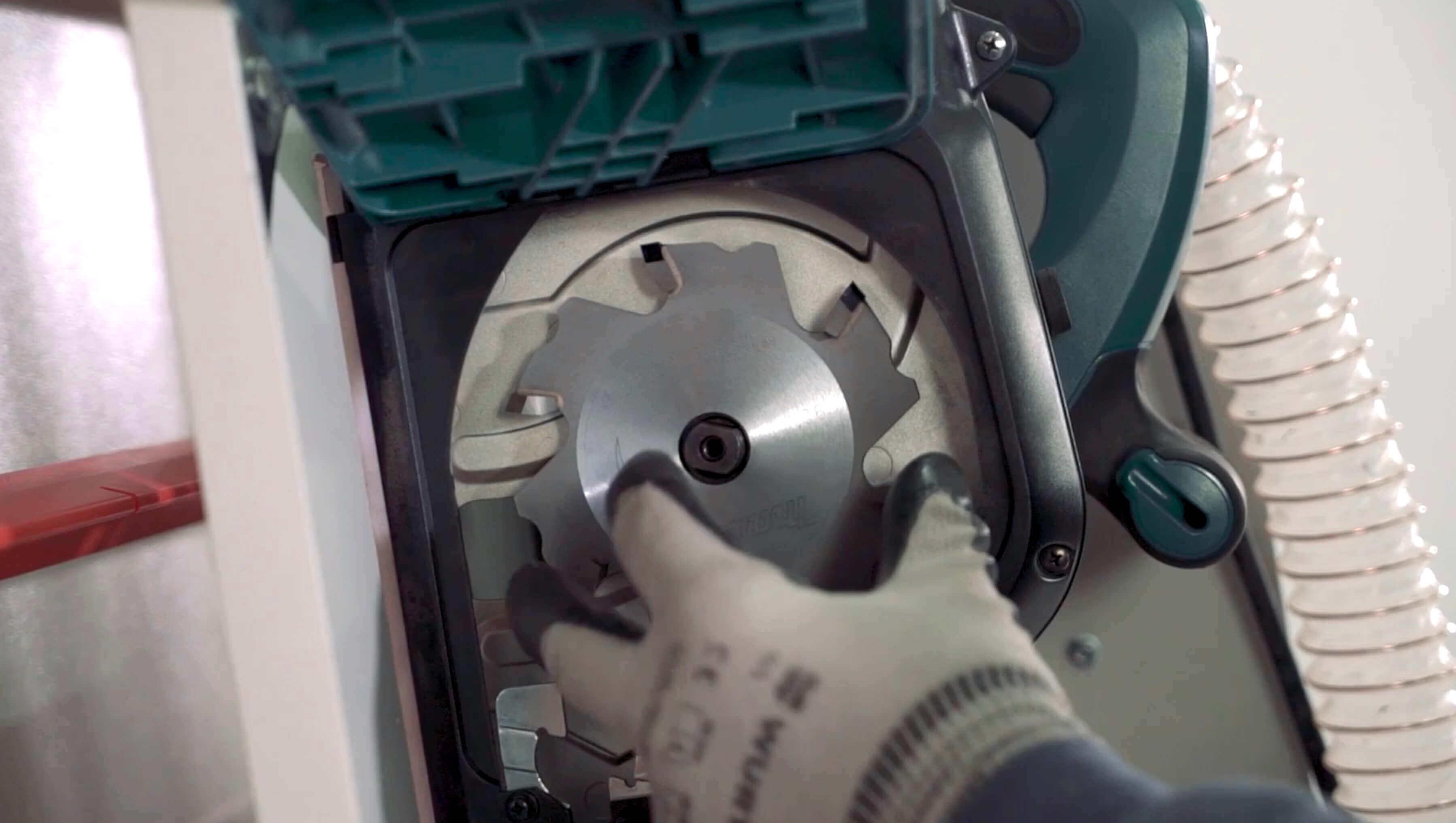Sezionatrice verticale Fresa V-Grooving alucobond