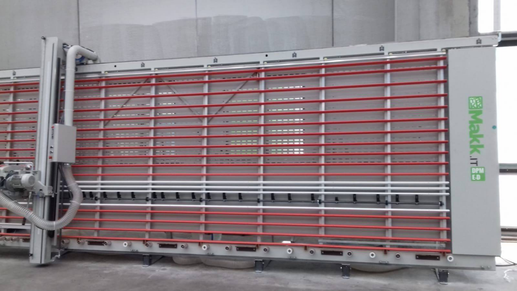 Sezionatrice verticale Makk DPME-D a Stabilit Suisse (stadio, svizzera)