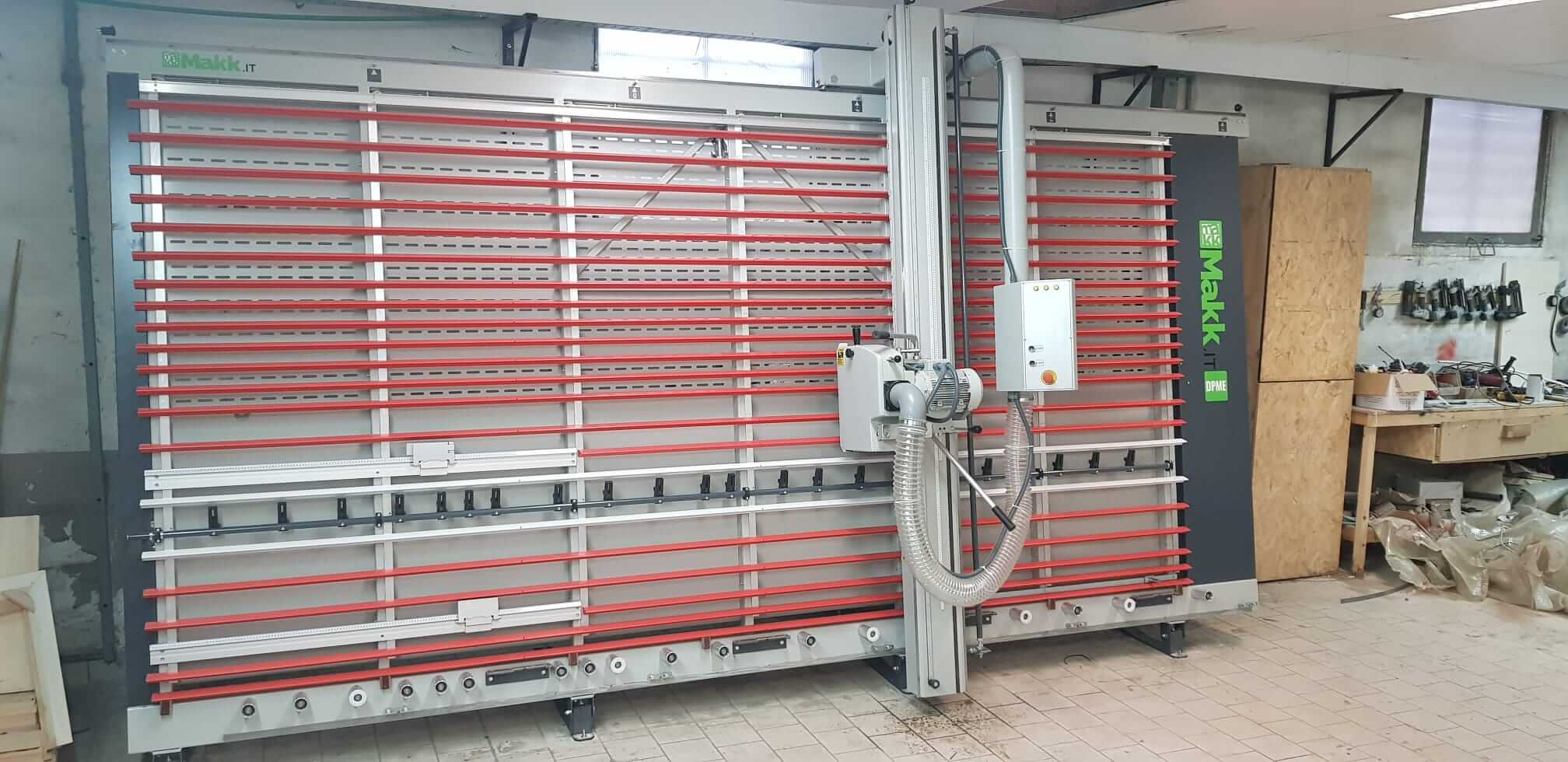 Sezionatrice verticale MAKK DPME per ditta MAIONE SRL - Caserta